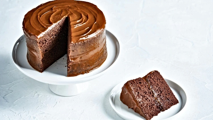 Quick and Easy 5-Ingredient Choc-Caramel Cake